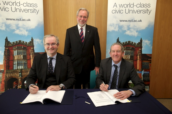 Jonathan Taylor (EIB VP), Prof Chris Brink (Vice Chancellor) and Richard Dale (Uni Exec Director of Finance)